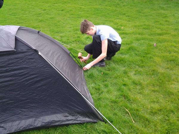 How to put up a tent! & How to put up a tent! - Sidestrand Hall School